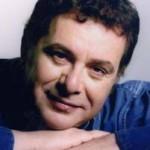 Знакомьтесь —  греческий певец Манолис Мициас