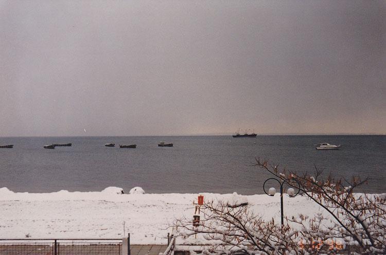 Геракини 1999 г - пляж под снегом