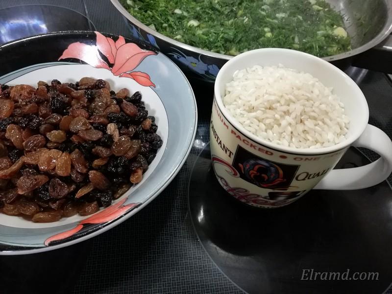 Зелень, рис и изюм