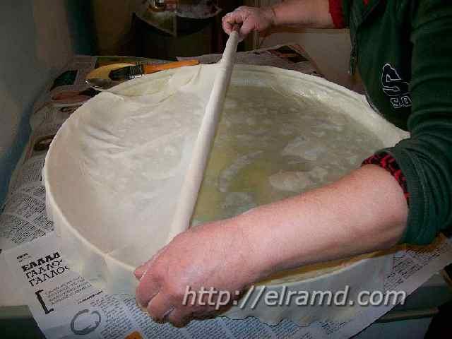Приготовление слоеного пирога со шпинатом