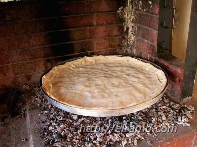 Пирог со шпинатом на углях