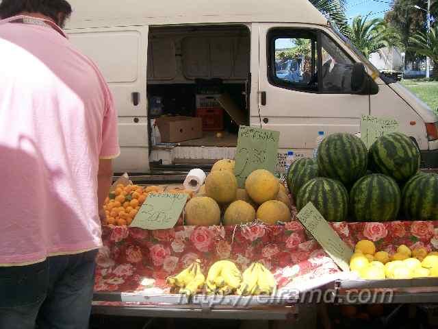 Арбузы и дыни на греческом рынке