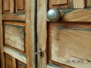 Так притворяют двери маленьких церквушек