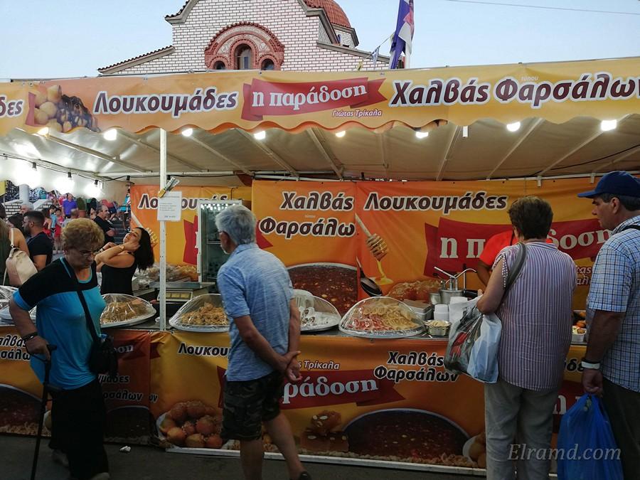 Прилавок с халвой Фарсалон на ярмарке в Агиос Мамас