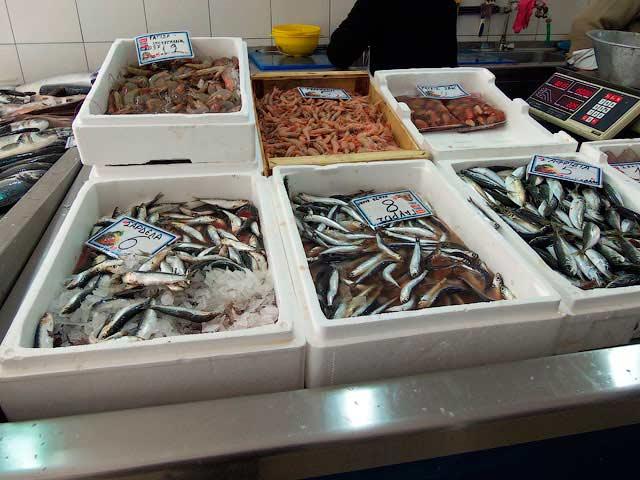 Креветки и мелкая рыба
