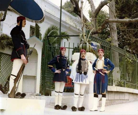Костюмы гвардейцев