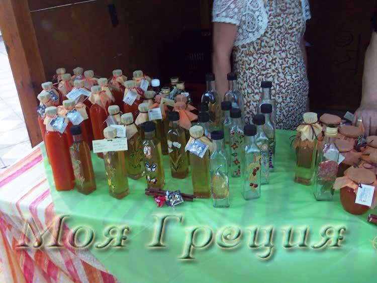 Абрикосовый сок, ликер, расписанные бутылочки