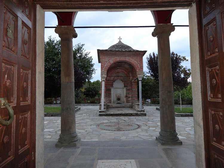 Вход в монастырь Кутлумуш