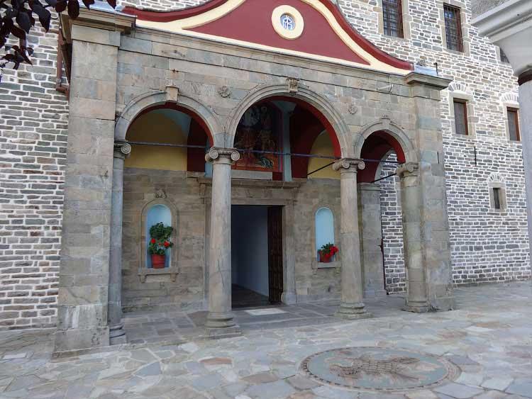 Монастырские ворота, Кутлумуш