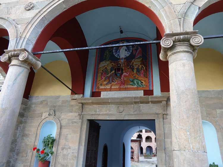 У входа в Кутлумуш