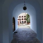 Проход н атерриторию монастыря Кутлумуш