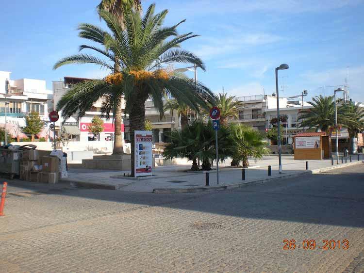 Площадь в Неа Муданье