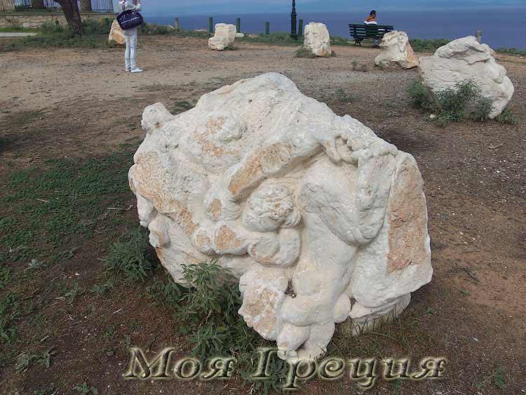 Каменные скульптуры, Афитос