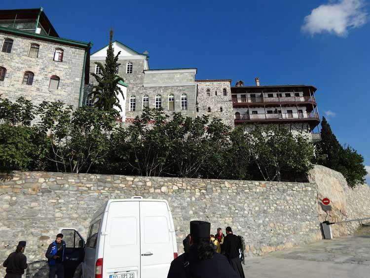 Прибытие в Русский монастырь