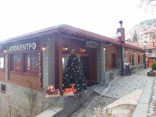 Таверна в Мецово, украшенная по-новогоднему