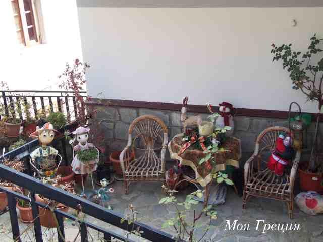 Новогодние фигурки на балконе