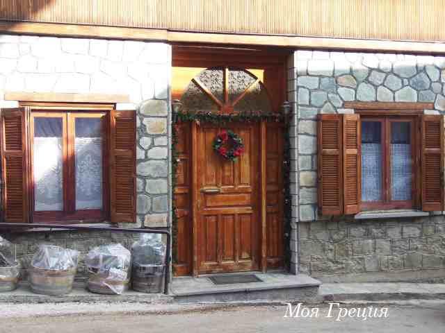 Мецово, украшенные двери