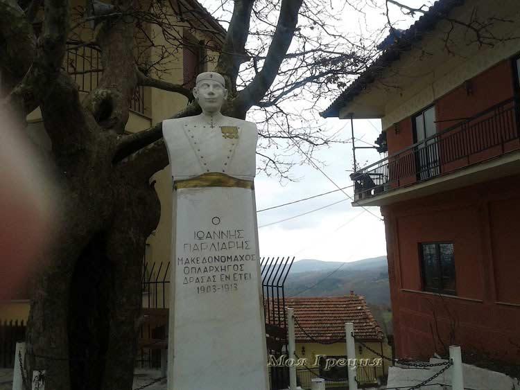 Памятник капитану Яннису Парлиарису