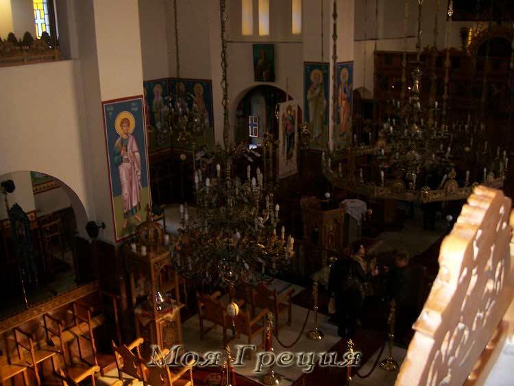 В храме Св. Архангела Михаила, вид со второго этажа