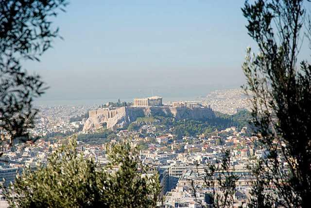 Вид с холма Ликавиттос на Акрополь