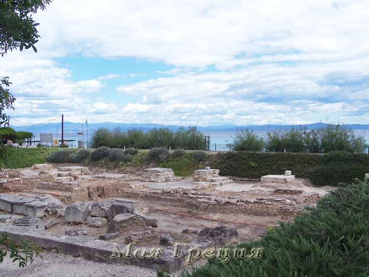Вид на залив и полуостров Ситония напротив
