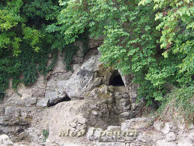Вход в пещеру Диониса