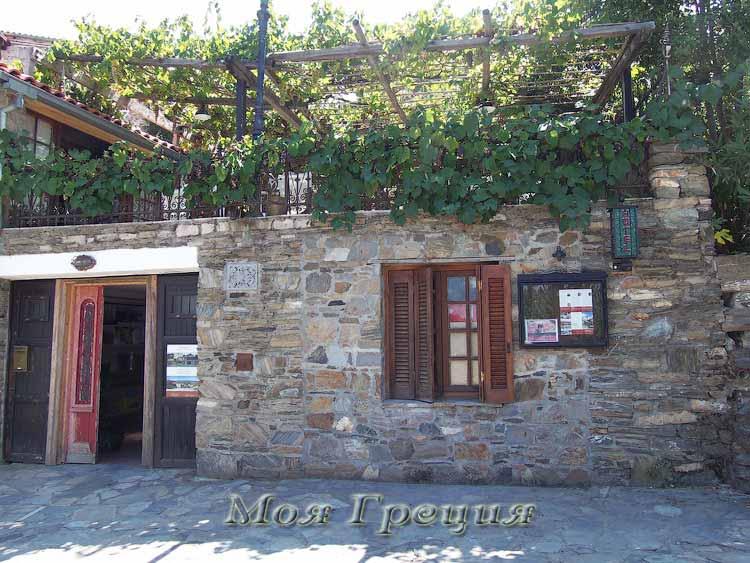 Вход в местный отель, Парфенонас
