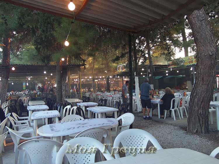 Таверны на ярмарке в Агиос Мамас
