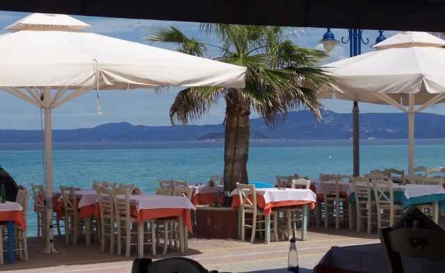 Греческая таверна у моря