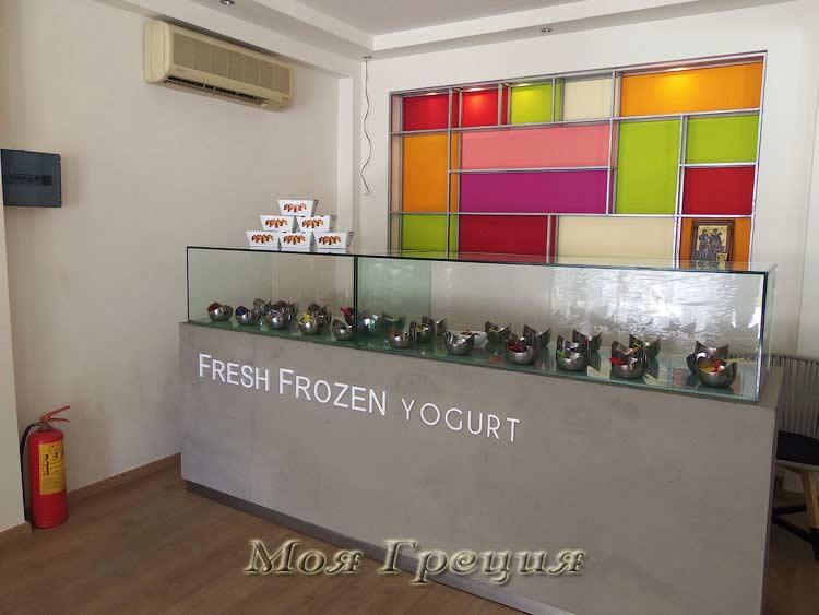 Витрина с наполнителями для frozen yogurt