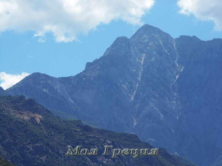 Величественная громада Святой Горы Афон