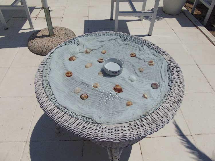 Столик в кафе Мирамаре