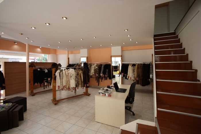Светлый зал магазина Sapnaras Furs