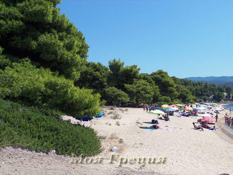 Пляж южной бухты Лагомандры