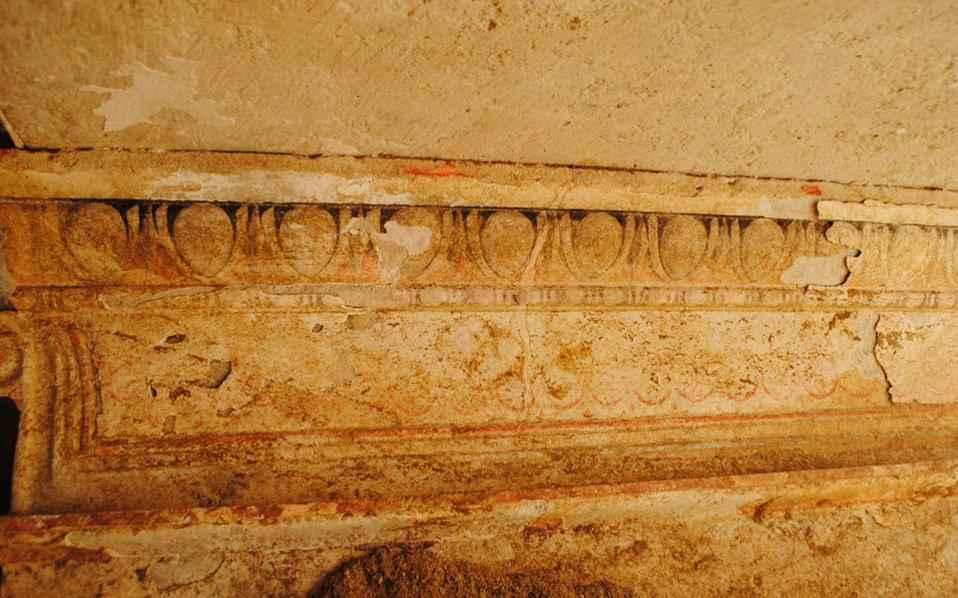 Стены в гробнице Амфиполя