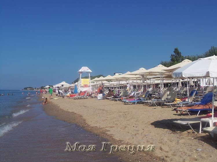 Неа Флогита, пляж в августе