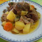 Баранина с картошкой (Арнаки мэ пататэс)