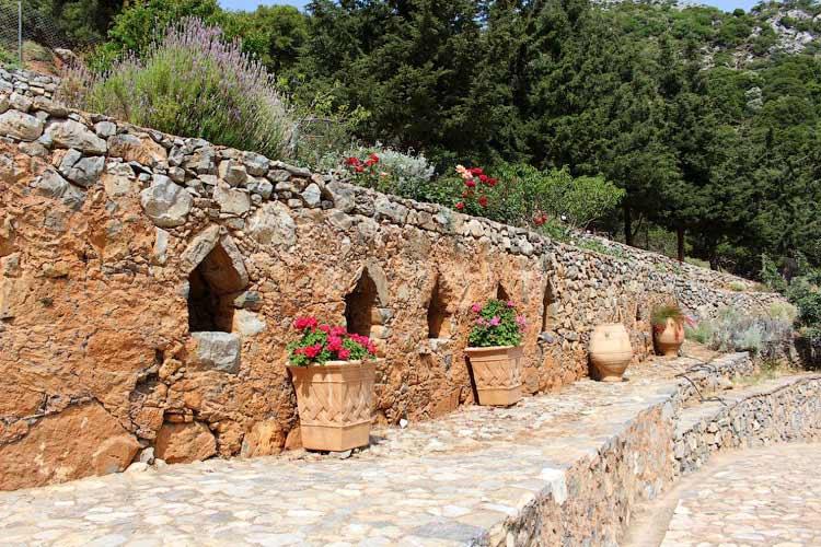 Древние стены Восаку
