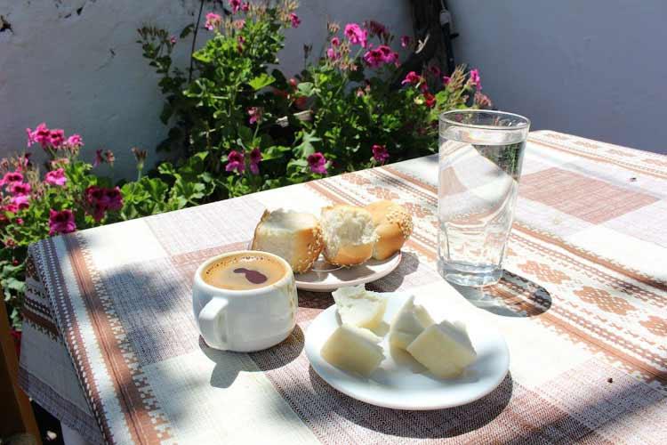 Греческий кофе в кофейне