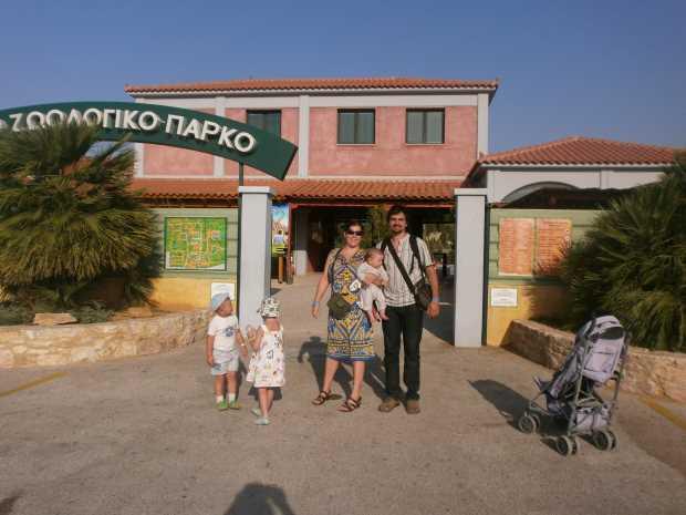 Перед Афинским зоопарком