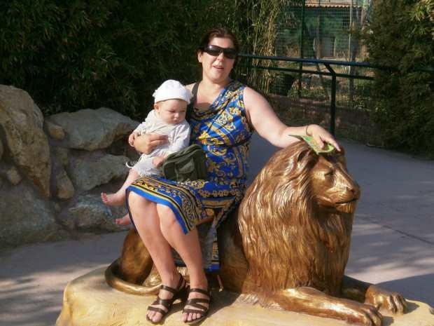 Фото с золотым львом в Афинском зоопарке