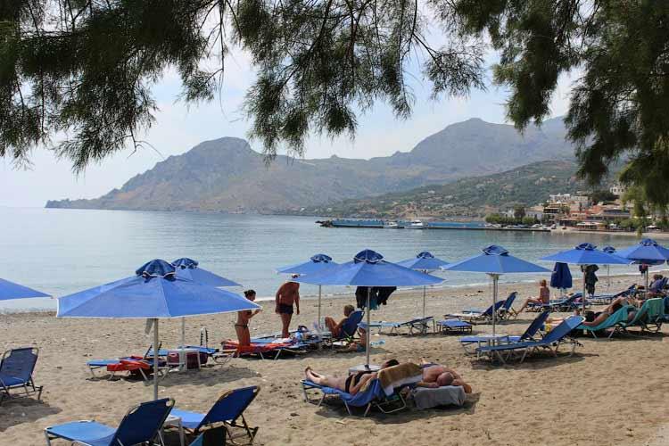 Прекрасный пляж в Плакиас