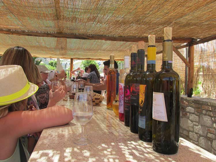 Дегустация вина в деревне Родоса
