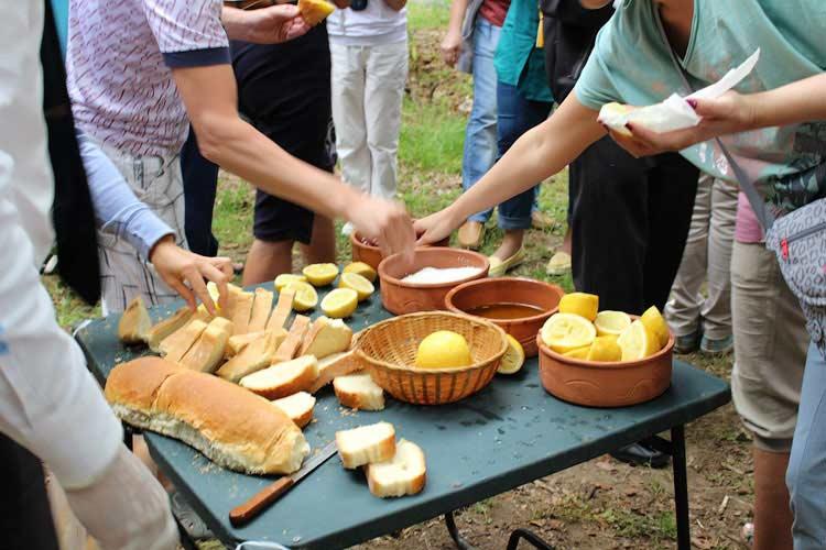 Греческое угощение для туристов
