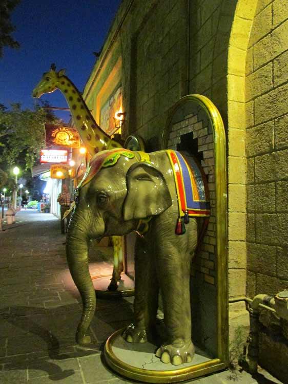 В ночном городе, Родос