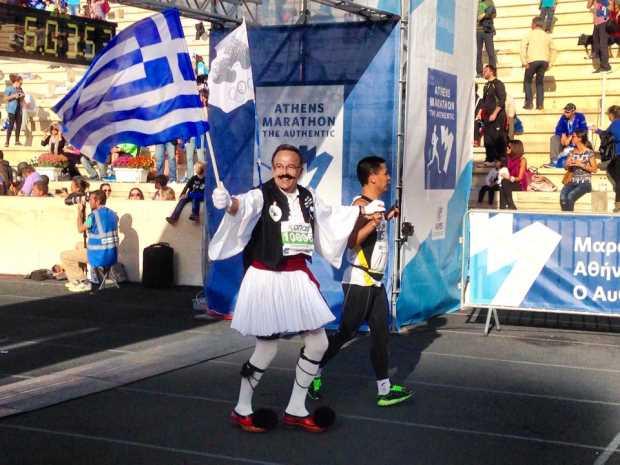 Костас Хадзис в национальном костюме