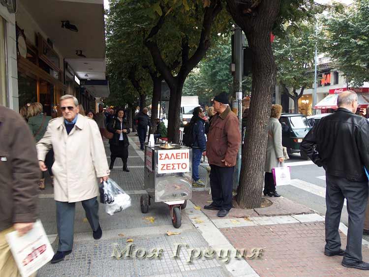 Салепидзис на улицах Салоник