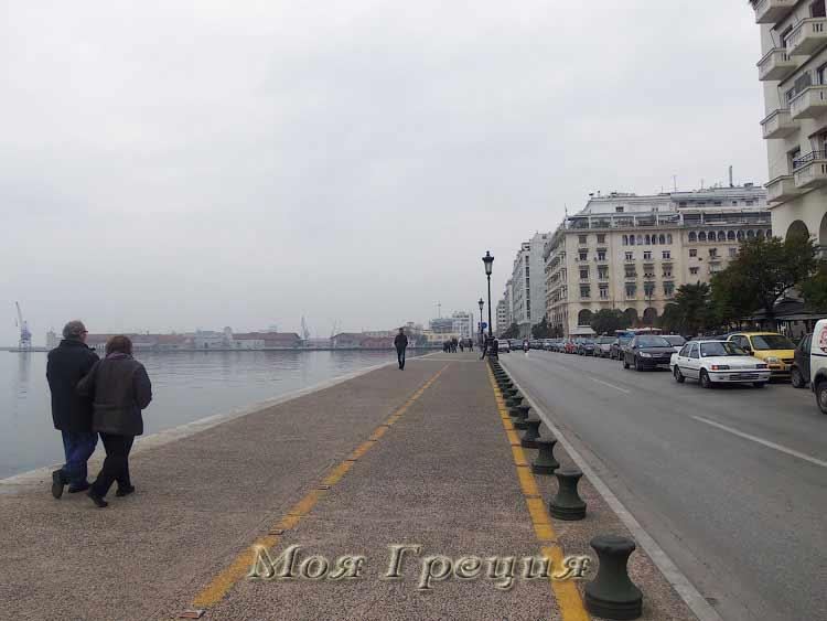 Променад на набережной Салоник в ноябре