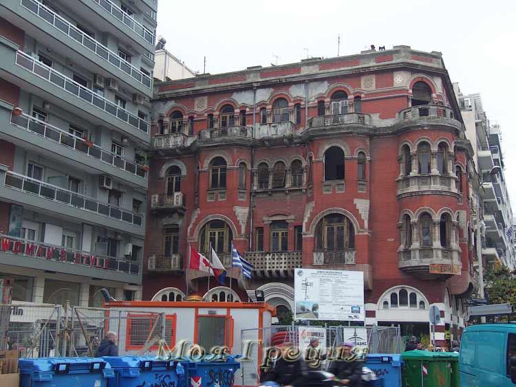 Площадь Св. Софии, Салоники, ремонт красного дома