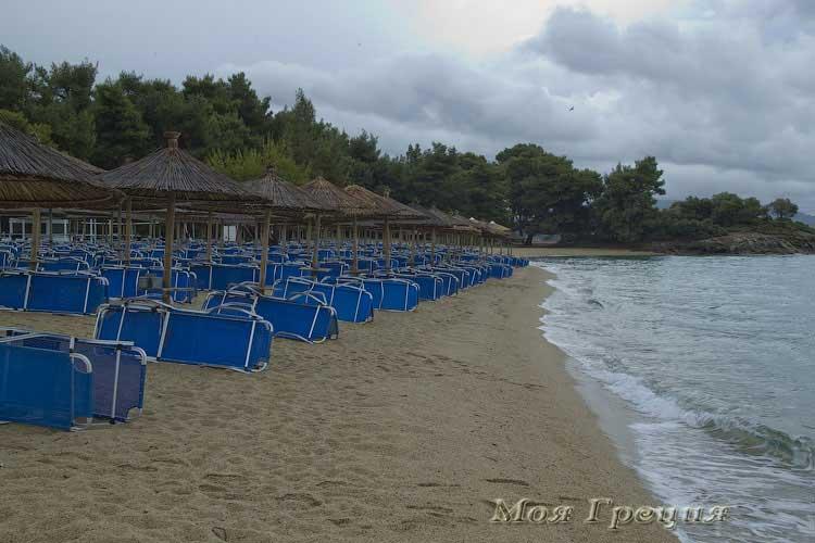Отельный пляж Лагомандра Бич